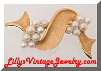 Vintage Golden Twisting Ribbon Pearls Brooch