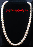 Classic Vintage faux Pearls Necklace