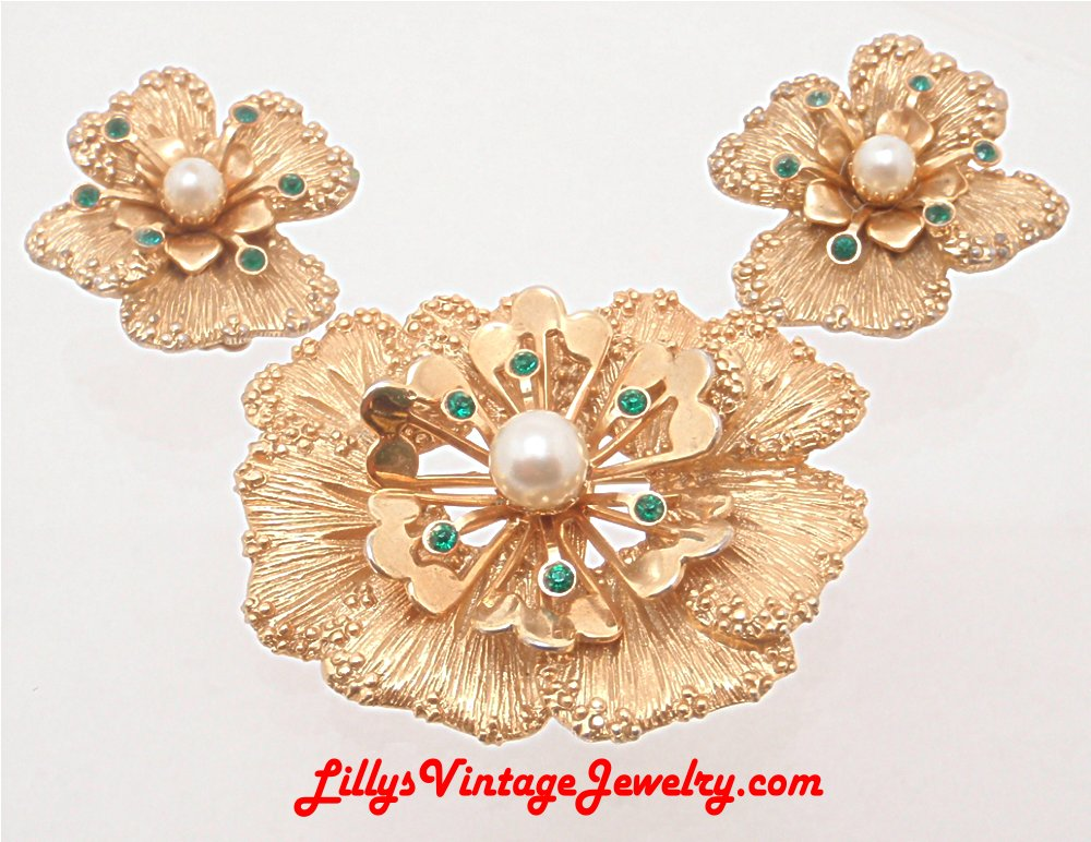 Vintage Sarah Coventry Splendor Flowers Brooch Earrings Set